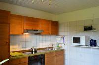 Küchenzeile, Abzug, Herd, Kühlschrank und Mikrowelle - Bild 9: Ferienwohnung Haus Speck, nähe Bodensee