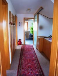 Gang und Garderobe mit Blick in Küche - Bild 6: Traumhafte Bodensee Ferienwohnung - Wilhelmina Hangarter